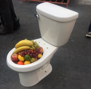FIAC, toilettes, fruits, expo in the city