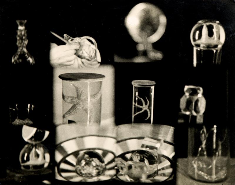 """Ce tirage réel d'époque en noir et blanc de Man Ray est issu de chutes du film """"L'Étoile de mer"""", court-métrage surréaliste qu'il réalise en 1928 à partir d'un poème de Robert Desnos."""