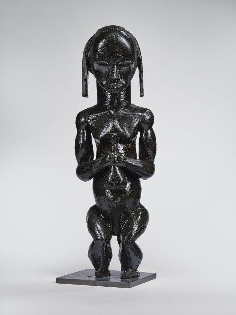 Statuette de gardien de reliquaire, Fang, Gabon, 19e siècle - Exposition Les Forêts natales, arts d'Afrique Équatoriale Atlantique au musée du quai Branly-Jacques Chirac