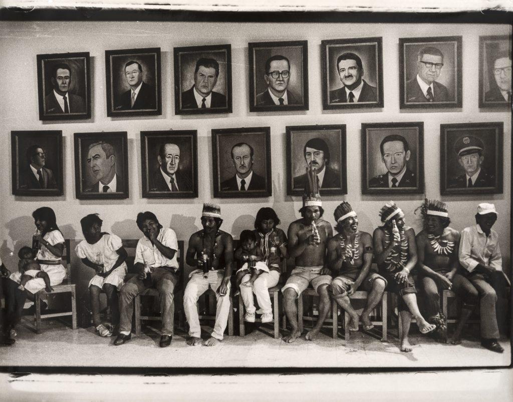 Vivi Ospina, Reunión de caciques (Réunion de caciques) - Exposition Medellin, une histoire colombienne au Musée des Abattoirs de Toulouse