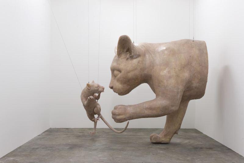 Esprit rebel et bel esprit, Wang Du est un utopiste. Grandissant durant la Révolution culturelle chinoise, il veut éveiller les consciences et s'attaque notamment aux médias de masse, au flux d'informations qui nous assaillent par des sculptures et installations.