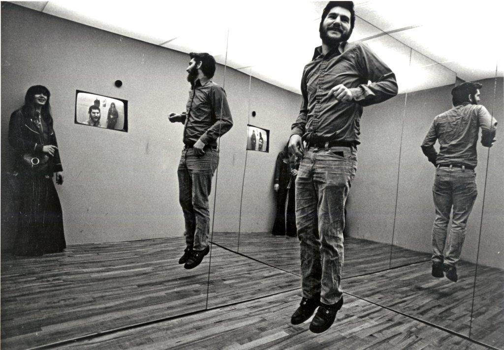 Dan Graham, Present, Continuous, Past(s), 1974