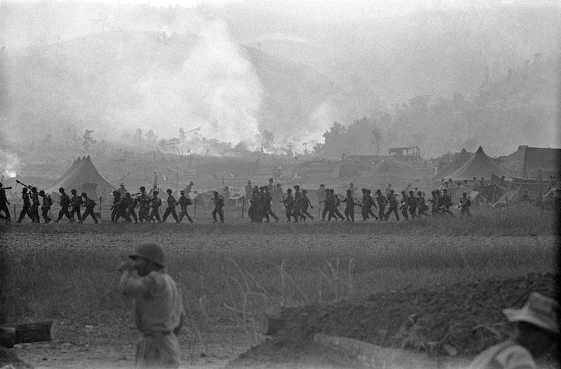 Dans le camp retranché du pays Thaï face aux Viets. 1952, Guerre d'Indochine, Studio Willy Rizzo