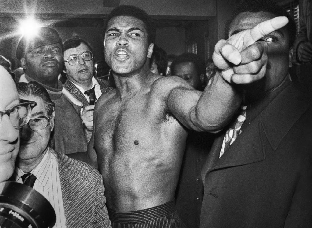 Muhammad Ali avant son second combat où il va enfin gagner son match revanche contre Joe Frazier Madison Square Garden New York, le 23 janvier 1974, Un français à New-York, Galerie de l'Instant