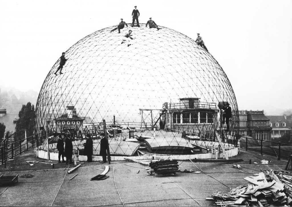 Planétarium Zeiss en construction sur le toit de l'usine