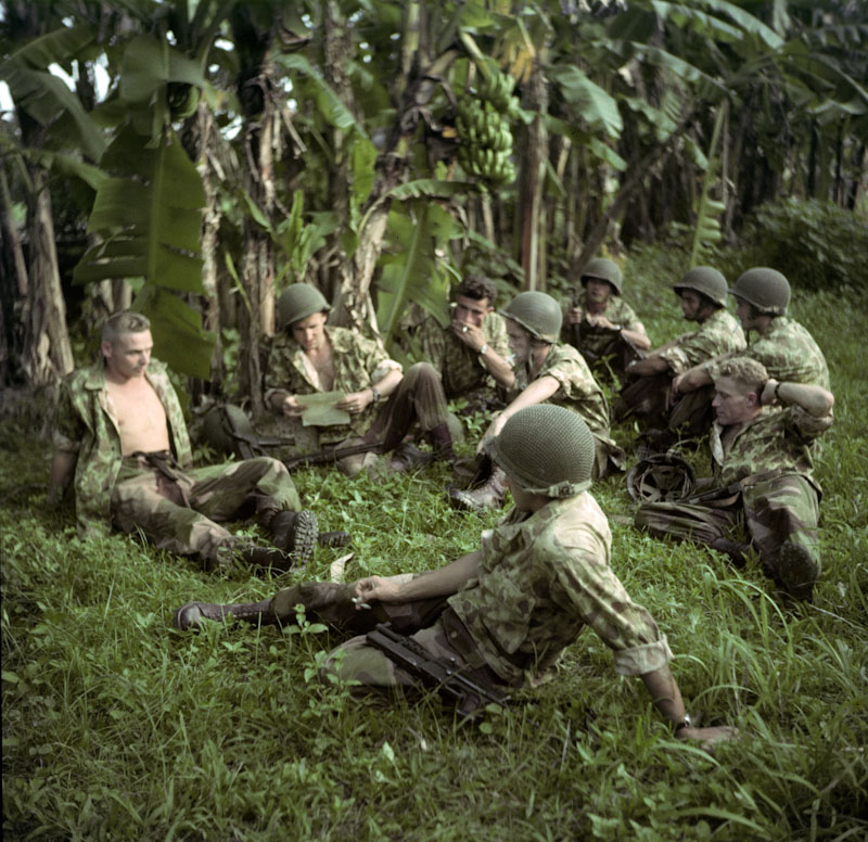 Repos des soldats près d'Hanoï Guerre d'Indochine, studio willy rizzo