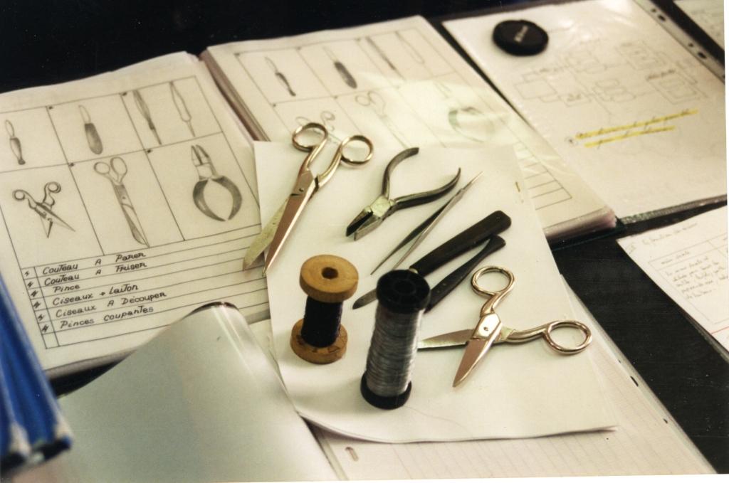 Travail d'apprentis, des outils presque identiques à ceux du XVIIIe siècle