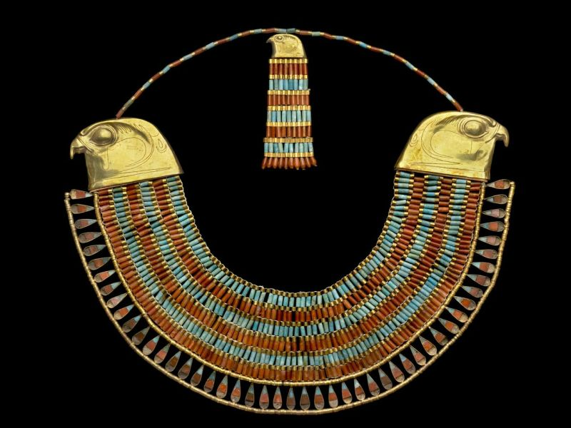 Collier large ousekh à contrepoids , Hawara pyramide de Fénerouptah, Le Caire © Laboratoriorosso Srl