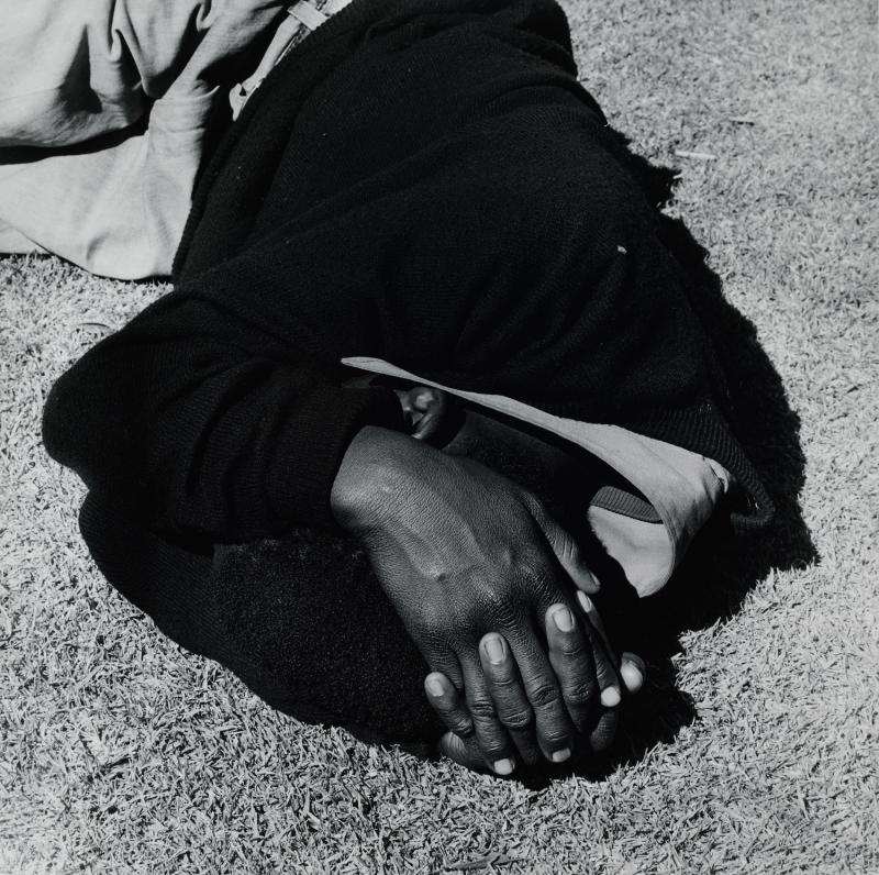 David Goldblatt, Man Sleeping, Joubert Park, Johannesburg, de la série Particulars, David Goldblatt, Centre Pompidou