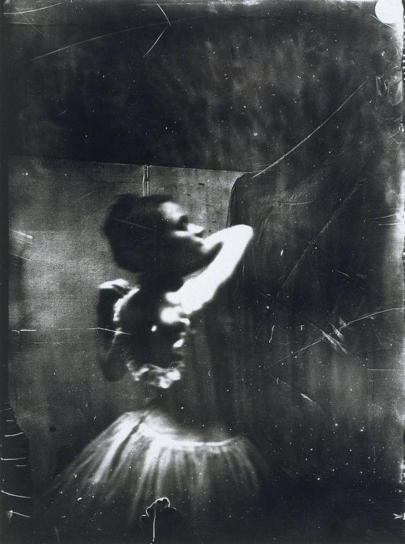 Edgar Degas, Dancer adjusting her shouder strap, entre 1895 et 1896