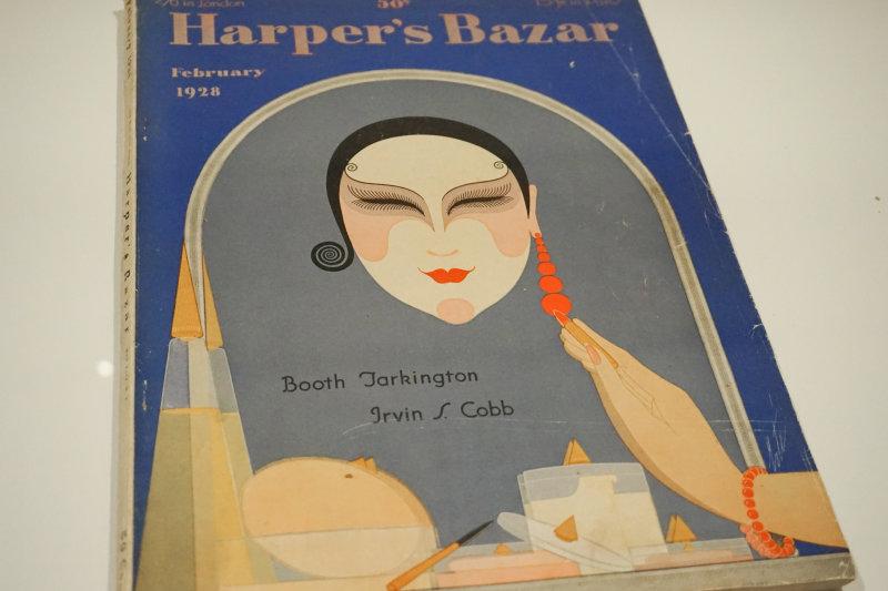 Partie 1 - Vue de l'exposition Le chic français, Images de femmes 1900-1950 au Palais Lumière Evian