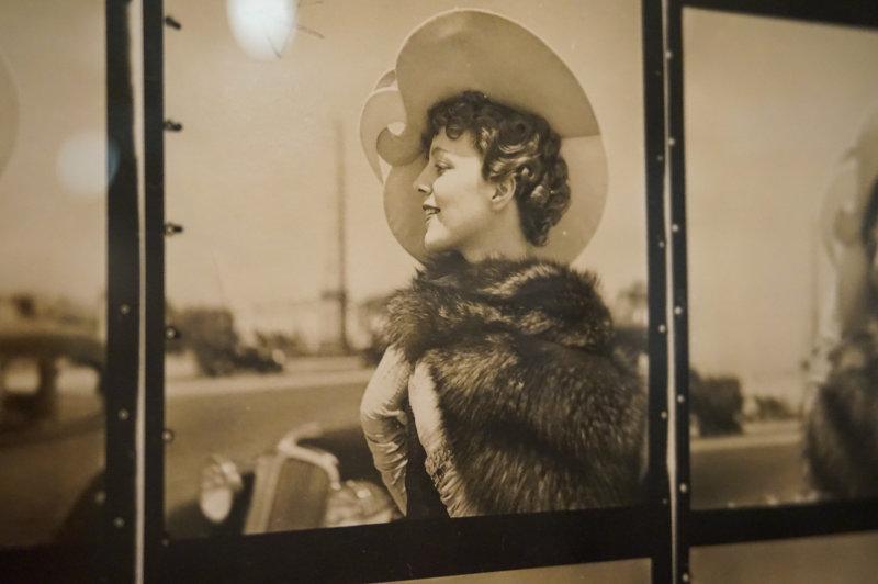 Partie 4 - Vue de l'exposition Le chic français, Images de femmes 1900-1950 au Palais Lumière Evian