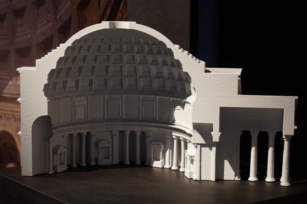 Vue de l'exposition Globes à la Cité de l'Architecture et du Patrimoine (4)