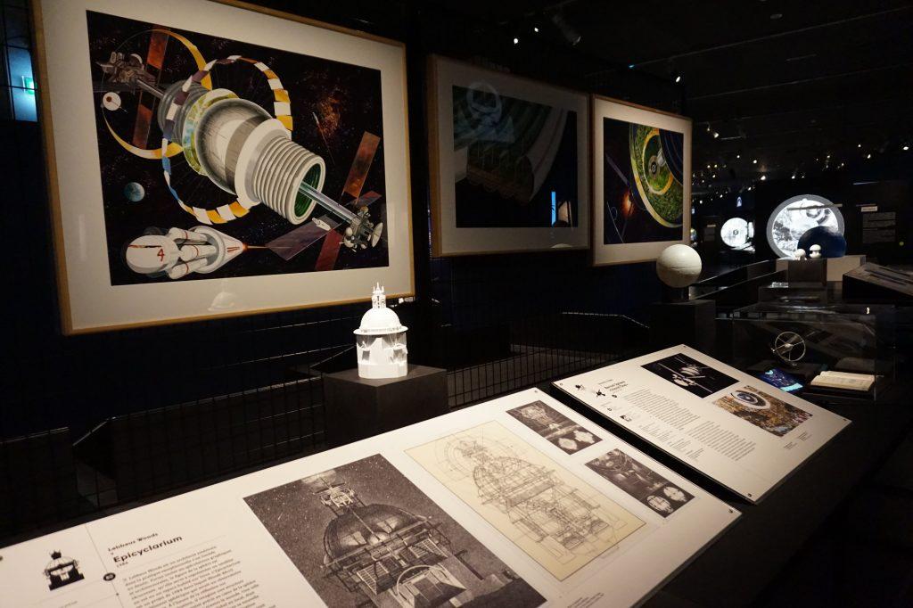 Vue de l'exposition Globes à la Cité de l'Architecture et du Patrimoine (55)