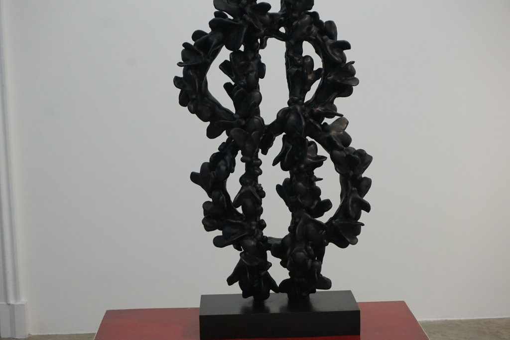 Vue de l'exposition Johan Creten à la galerie Perrotin (18)
