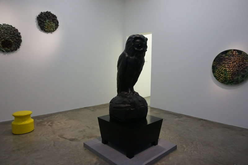 Vue de l'exposition Johan Creten à la galerie Perrotin (20)