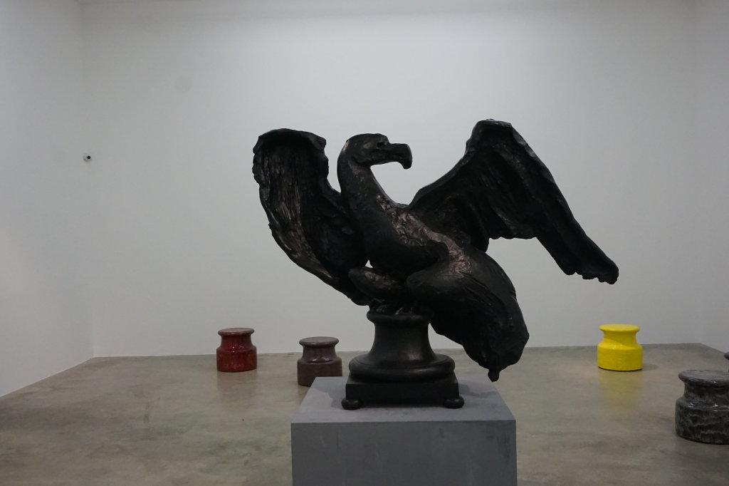 Vue de l'exposition Johan Creten à la galerie Perrotin (29)