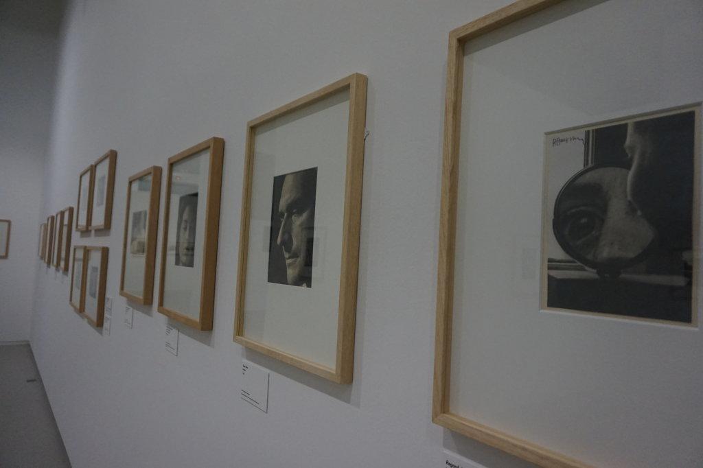 Vue de l'exposition Raoul Hausmann - Jeu de Paume (14)