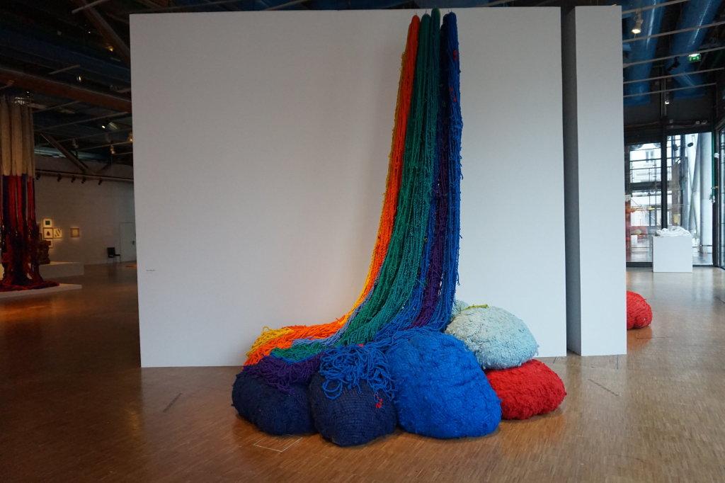 Vue de l'exposition Sheila Hicks, Lignes de vie - Centre Pompidou (11)