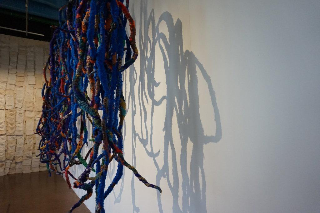 Vue de l'exposition Sheila Hicks, Lignes de vie - Centre Pompidou (110)