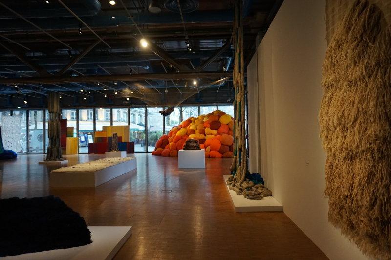 Vue de l'exposition Sheila Hicks, Lignes de vie - Centre Pompidou (118)