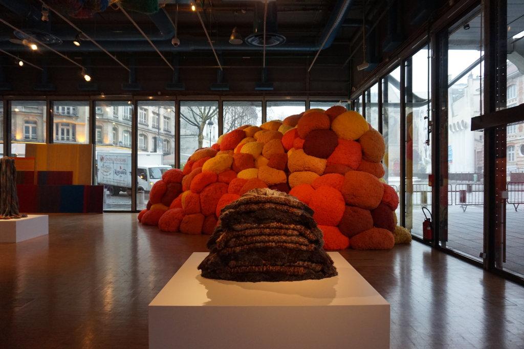 Vue de l'exposition Sheila Hicks, Lignes de vie - Centre Pompidou (120)