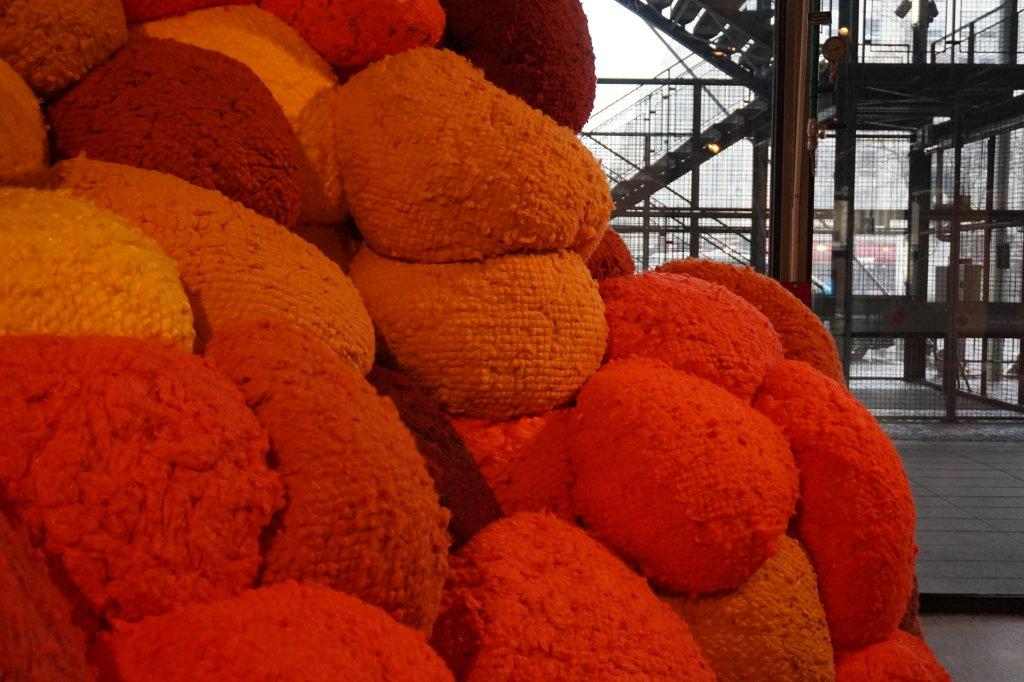 Vue de l'exposition Sheila Hicks, Lignes de vie - Centre Pompidou (3)