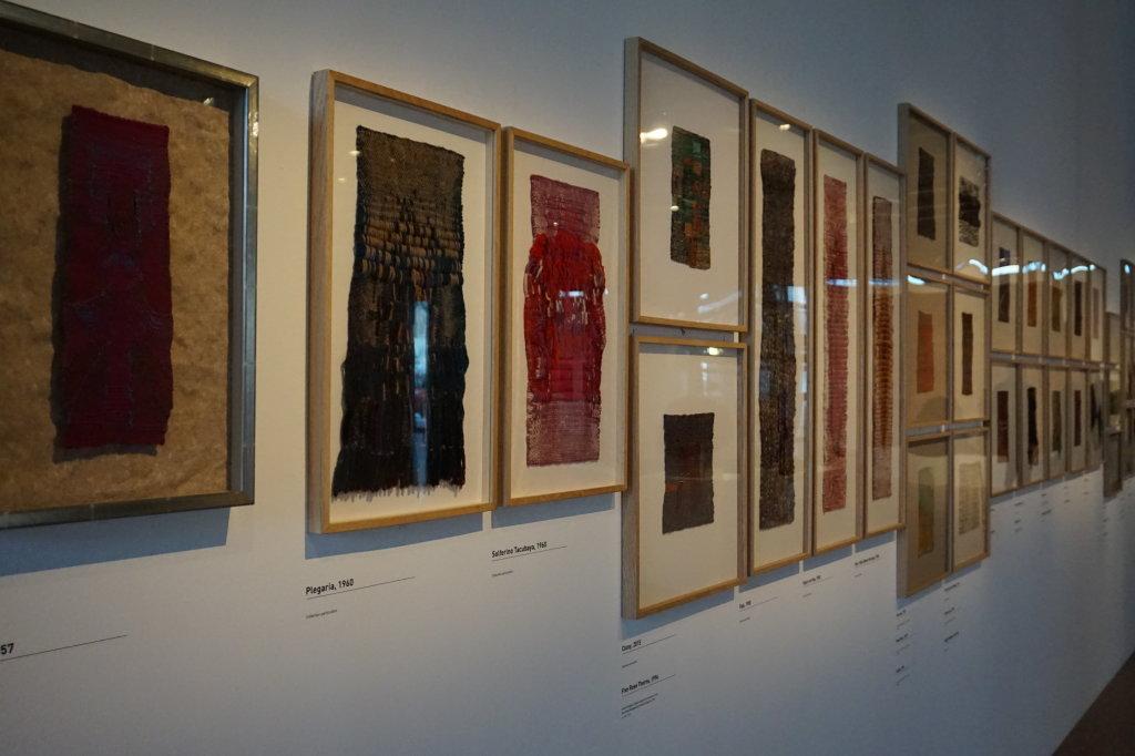 Vue de l'exposition Sheila Hicks, Lignes de vie - Centre Pompidou (35)