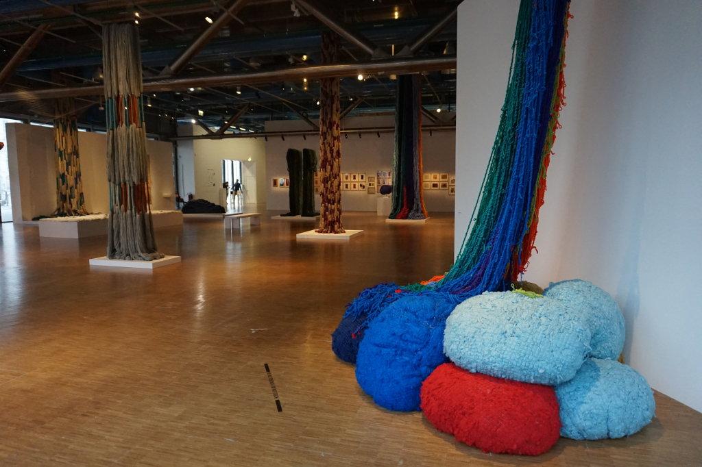 Vue de l'exposition Sheila Hicks, Lignes de vie - Centre Pompidou (7)