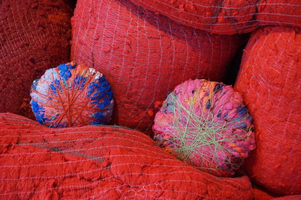Vue de l'exposition Sheila Hicks, Lignes de vie - Centre Pompidou (95)