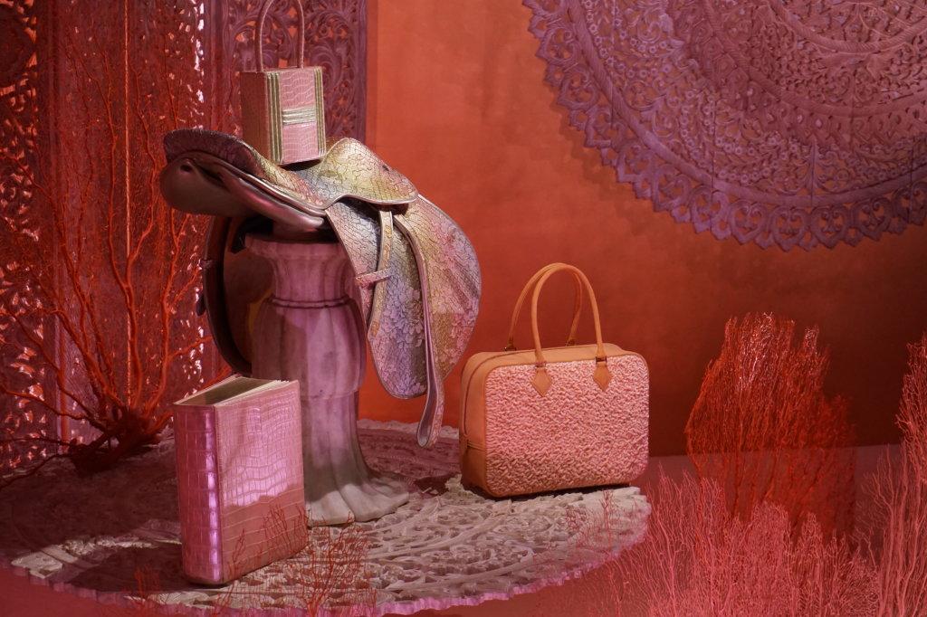 Vues de l'exposition Hermès à tire-d'aile, les mondes de Leïla Menchari au Grand Palais (22)