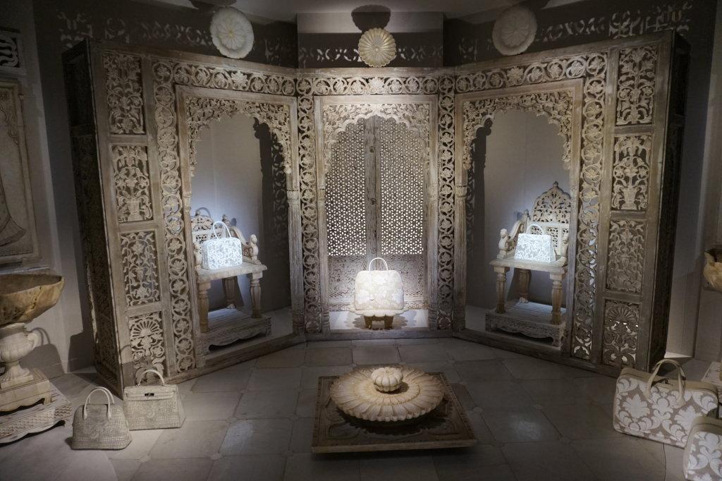 Vues de l'exposition Hermès à tire-d'aile, les mondes de Leïla Menchari au Grand Palais (27)