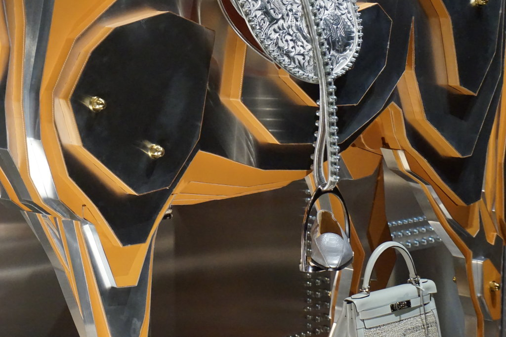 Vues de l'exposition Hermès à tire-d'aile, les mondes de Leïla Menchari au Grand Palais (42)